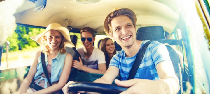 teen-driving-with-friends-800x360